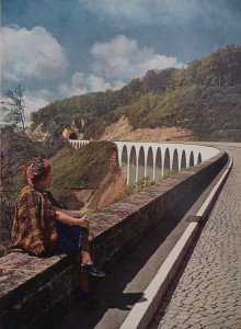Wikipedia: The Reichsautobahn as part of the beauty of Germany: 1942 photograph of the viaducts at the Drackensteiner Hang.